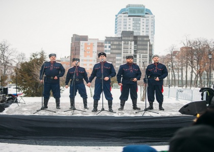Видео с Рождественских гуляний на площади им.Куйбышева